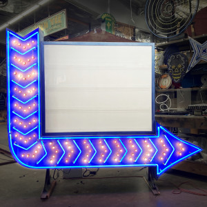 arrow reader board readerboard sign light bulbs marquee arrows lightbulbs direction show stage fair carnival theater theatre
